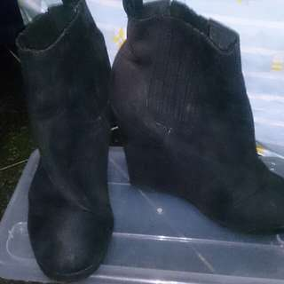 H&M black elevated boots