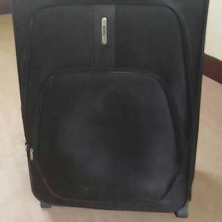 RE PRICE!! Black large maleta from 1,000 to 900