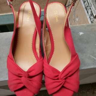 Red wedges St. Yves