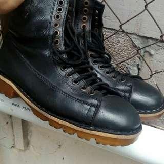 Black master boots
