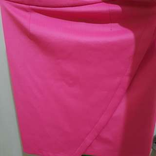 Pink fitted skirt