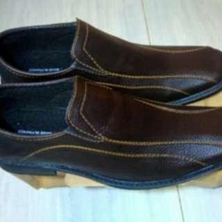 Pantofel pria coklat