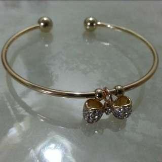 Gold bangle cubic zirconia diamond ribbon