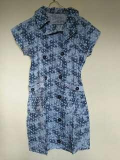 Dress polkadot biru