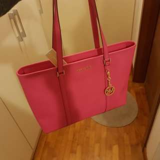 FOC Delivery Original Michael Kors Bag Selling Below Cost (Bought Wrongly For Spouse)