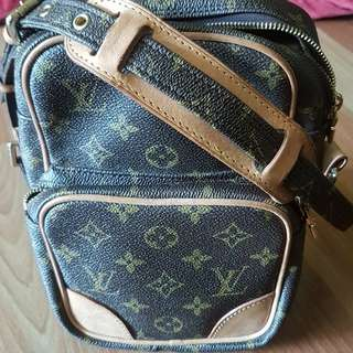 louis vuitton lv amazon sling beg