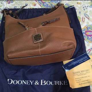 ✨Reduced Price! Authentic Dooney and Bourke Small Zipper Pocket Sac
