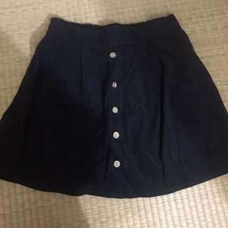 🚚 燈芯絨黑色排扣短裙