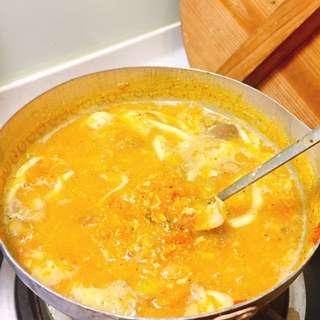 手工南瓜菇菇濃湯🍲~小火熬煮~好消化超好喝營養100分😋😋