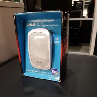 Aztech Wall-Plugged Wi-Fi Repeater