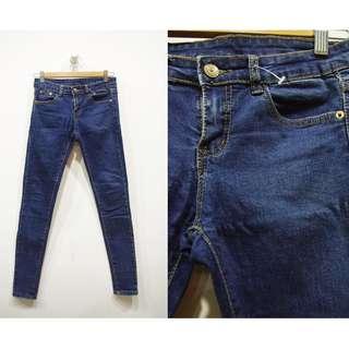 這裡 Zhè lǐ日系小店購入,秋冬必備修身剪裁牛仔窄管褲