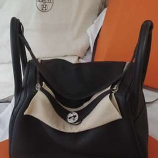 Hermes Lindy 30 - Noir color with silver buckle