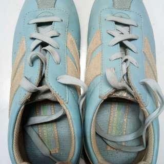 Snecker shoes original
