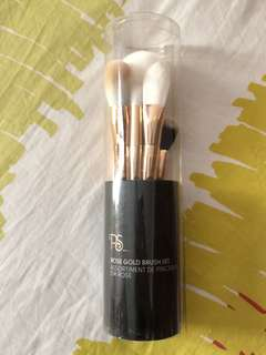 set of 6 brushes!!