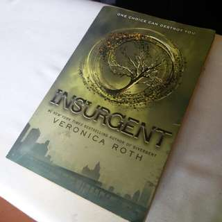 [SF INCLUDED!] INSURGENT by Veronica Roth
