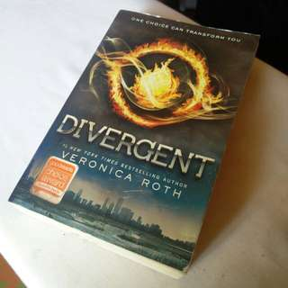 [SF INCLUDED!] DIVERGENT by Veronica Roth