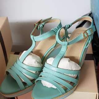 🚚 牛皮楔形鞋