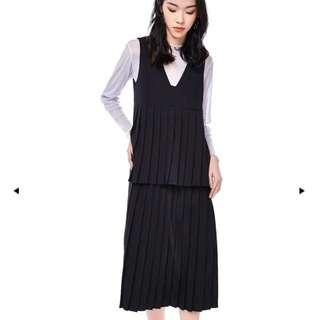 TEM (S) Briedy Pleated Black Dress