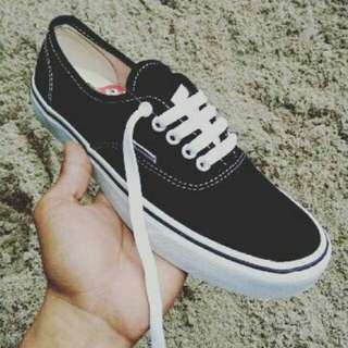 vans classic authentic black white