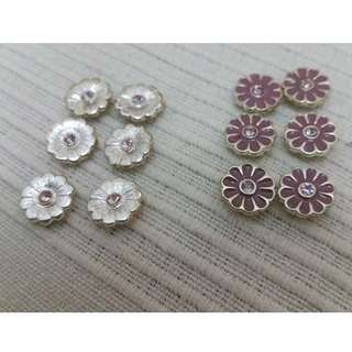 Metal silver daisies with four loops - purple with white crystal and silver with purple crystal