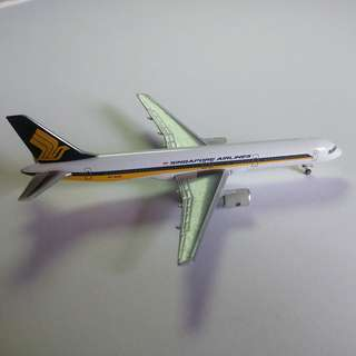 SIA 1/500 Herpa Classic Diecast Planes