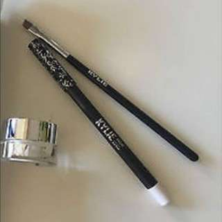 Kylie Cosmetics snow eyeliner with angled brush