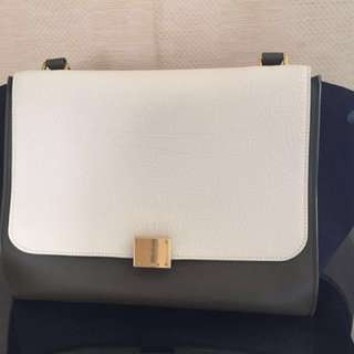 HKD 9,900 Celine Trapeze Bag Medium (Used twice)