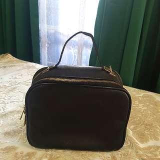 Zalora Sling Bag (Black) Nego
