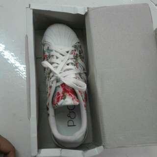 [BARANG BARU] Sneakers Motif Bunga, murah!