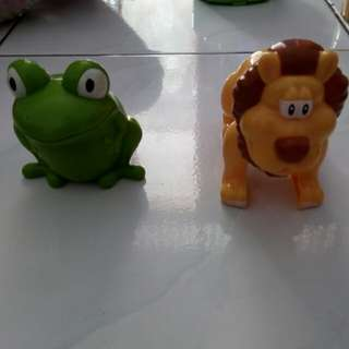 Mainan pajangan singa dan kodok (set)