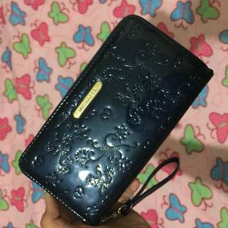 Gloss Type of wallet