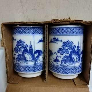 兩隻茶杯,高9cm