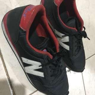New Balance Black Red