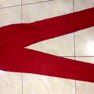 Celana jeans merah ukuran 28