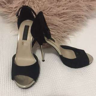 Black strappy shoes with gold heel