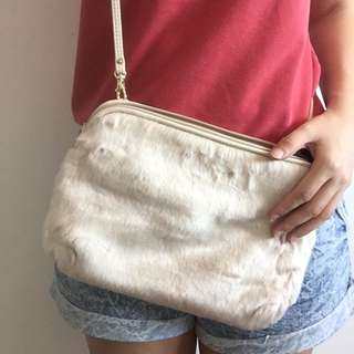GU cream fur crossbody bag (brand new)