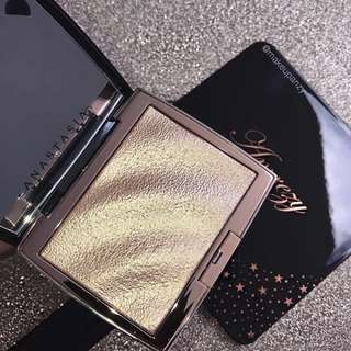 ABH x Amrezy Highlighter NEW BATCH ORDERED ONLY 1/2 SLOTS