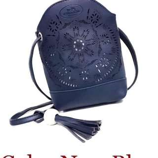 Coach sling bag size : 6 inches