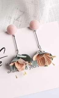 BNIB Dangling Flower Earrings