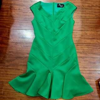 🚚 草綠 滑料 合身魚尾洋裝