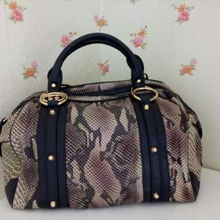 Preloved Gucci bag,  super premium (mirror) quality.  Very good condition.
