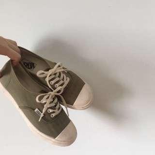 Vans 軍綠帆布鞋