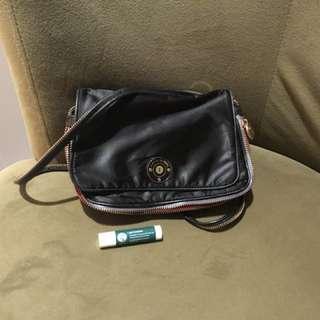 Henri Bendel crossbody bag 70% new and 100% real