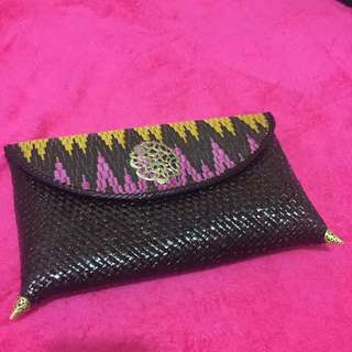 BATIK CLUTCH ANYAM (dark brown)