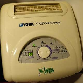 YORK Nano-TiO2 Dehumidifier 抽濕機
