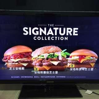 """Samsung 40"""" LED smart tv."""