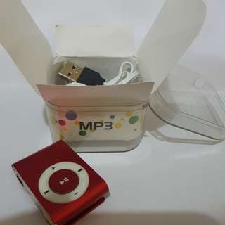 MP3 red metallic clip-on