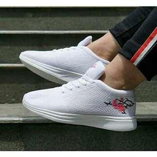 Nike flynit sakura made in vietnam