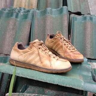 Sepatu kulit adidas traxion