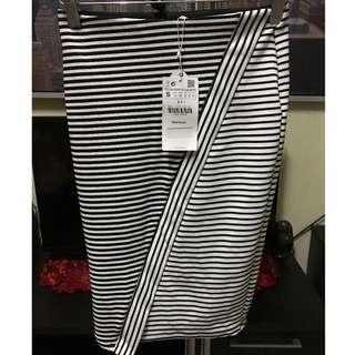 Zara Trafaluc black and white stripes pencil skirt (small)